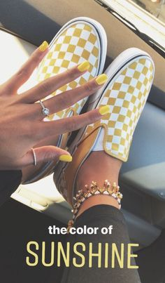 ✨ How beautiful are these rays of sunshine Vans sneakers with matching nails??!!✨ #sneakers #vans #aff