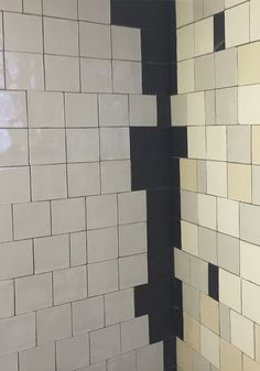Handmade ceramic solid tiles in beautiful basic colours in Amsterdamse school style. The black details are also typical for this style. #handmade #solidtile #panneling #basic #old-fashioned #ceramictile #walltile #wandtegel #unitegel #lambrisering #gang #hal #badkamer #bathroom #corridor #toilet