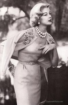 Classic vintage clothing for today's fashionable woman. Specializing in vintage fashion from the and Moda Vintage, Vintage Mode, Vintage Ladies, Retro Vintage, Vintage Style, Vintage Beauty, Vintage Glamour, Vintage Outfits, Vintage Dresses