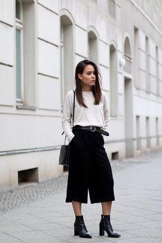 """Zeit für ein neues Closet Diary und auch auf dieses freuen wir uns besonders, denn die liebe Denise aka """"Nisi"""" ist eine geschätzte Kollegin von uns. Die 25-Jährige ist Studentin und Fulltime-Blogger. Zusammen mit ihrer Zwillingsschwester Desi bloggt sie seit 2008 auf Teetharejade. Die beiden Berlinerinnen waren schon immer technik- und internetaffin und sind seit ihrer Jugend in einer Webdesign- und Grafikcommunity aktiv. In dieser Zeit haben sie diverse Layouts und Designs…"""