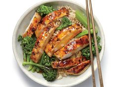 Craving a rice bowl from your favorite Chinese restaurant but can't spare the calories? This citrus-infused chicken teriyaki bowl tastes ...