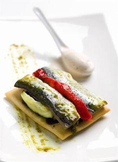 Coca de verduras y sardina. Sabroso.