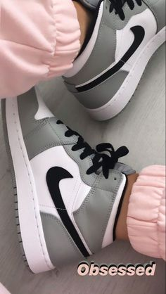 Cute Nike Shoes, Nike Air Shoes, Cute Sneakers, Shoes Sneakers, Cheap Cute Shoes, Jordan Shoes Girls, Girls Shoes, Nike Jordan Shoes, Aesthetic Shoes