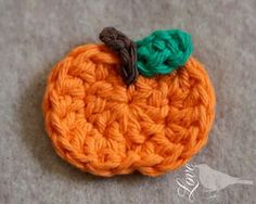 Wonderful tutorial/pattern for a crochet pumpkin applique, with lots of pictures! :-) - This is good inspiration for Fanfare Crafts Fall contest! It has already started, but you still have time to join!  Submit your entry here> https://www.facebook.com/fanfarecrafts/timeline
