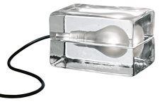 La famosa lampada che Design House Stockholm ha creato circa 20 anni fa, è ora disponibile in una più piccola, versione più compatta.