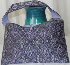 Borsa viola, realizzata a mano su telaio orizzontale. Sardinian Store
