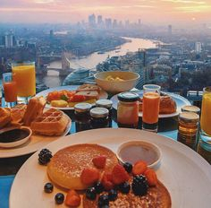 rooftop breakfast | pinterest: ausarsimmonds