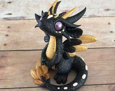 Gold and Black Angel Dragon Polymer Clay Dragon, Sculpey Clay, Polymer Clay Figures, Polymer Clay Animals, Cute Polymer Clay, Polymer Clay Dolls, Cute Clay, Polymer Clay Projects, Baby Dragon Tattoos