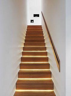 Na escada ele pode decorar como também pode ajudar na iluminação!