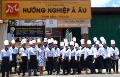 Hướng Nghiệp Á Âu là trung tâm dạy nấu ăn chuyên nghiệp hàng đầu tại Tphcm. Tại đây, bạn có thể yên tâm về vấn đề vừa học vừa làm có thêm tiền để chi trả sinh hoạt của mình!