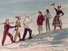A group of ladies welcome their friends back from a day's skiing, with an apres ski drink. (Photo by Chaloner Woods/Getty Images)Image provided by G. Ski Vintage, Vintage Winter, Vintage Travel, Vintage Posters, Vintage Style, Vintage Fashion, Andermatt, Ski Set, Outfits
