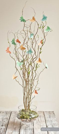 Good idea for last minute holiday decoration ~ Beautiful Butterfly Centerpiece ~ Free #Butterfly template + Centerpiece #Tutorial from Ellinée