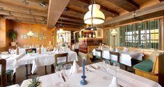 Oberes Triemli: Einen Abend oder einen entspannenden Mittag geniesst man am besten in der warmen Atmosphäre der traditionsreichen Gaststube mit Holztäfer und mächtigen Balken.