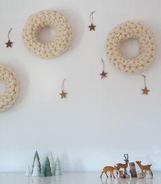 Corona de Navidad tejida a mano con lana merino 100%.