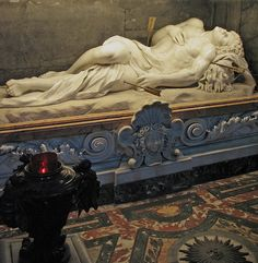 The chapel above the tomb of St Sebastian was ordered by Cardinal Scipione Borghese in the 17th century. At the shrine of St Sebastian is a statue of the dying saint by Antonio Giorgetti, one of Bernini's pupils. It may have been made after a drawing by Bernini himself.