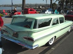 this angle of the 1959 Chevrolet looks cool, the strange square shape of the rectangular greenhouse sitting on top of a centered wing is interesting, it seems tied harmoniously with a centered side split graphic 59 Chevy Impala, Chevrolet Chevelle, Vintage Cars, Antique Cars, Beach Wagon, Station Wagon Cars, Automobile, Old Wagons, Cool Cars