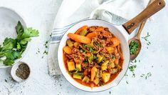 Rask middagsgryte med kjøttdeig   Oppskrift - MatPrat Thai Red Curry, Dinner, Ethnic Recipes, Food, Dining, Food Dinners, Meals, Yemek, Eten