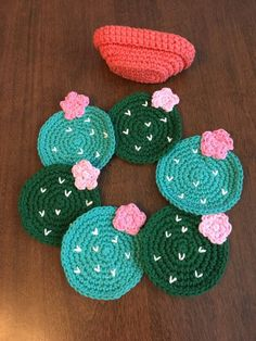 Cactus w/flower. Set of 6 inch) coasters in crocheted terra-cotta pot. Coasters and flower pot holder. Cactus flower in terra-cotta pot coasters. Crocheted Set of 6 Coasters and flower pot Crochet Home, Cute Crochet, Crochet Crafts, Yarn Crafts, Hand Crochet, Crochet Stitches, Knit Crochet, Thread Crochet, Cotton Crochet