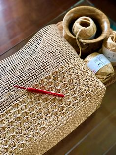 Ravelry is a community site, an organizational tool, and a yarn & pattern database for knitters and crocheters. Diy Crochet Bag, Love Crochet, Crochet Crafts, Knit Crochet, Crochet Handbags, Crochet Purses, Grannies Crochet, Crochet Waffle Stitch, Crocodile Stitch