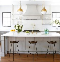 This stunning modern farmhouse style home was designed by Boswell Construction in collaboration with Sharon Taftian Interior Design, located in Brentwood, California. The design team worked togethe… Italian Farmhouse, Modern Farmhouse Style, English Farmhouse, Modern Barn, Farmhouse Interior, Kitchen Shelves, Kitchen Decor, Open Shelves, Kitchen Ideas