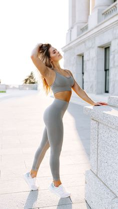 Whitney Simmons styling the Seamless Cross-Back Sports Bra and High Waisted Leggings. ] Whitney Simmons styling the Seamless Cross-Back Sports Bra and High Waisted Leggings. Sport Fitness, Moda Fitness, Fitness Models, Fitness Wear, Fitness Shirts, Fitness Logo, Fitness Tips, Summer Fitness, Easy Fitness