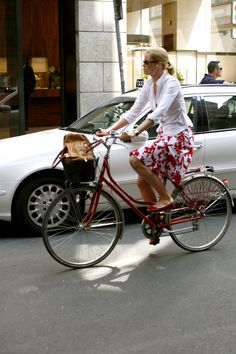 How to ride a bike with lady like style and sophistication in the city