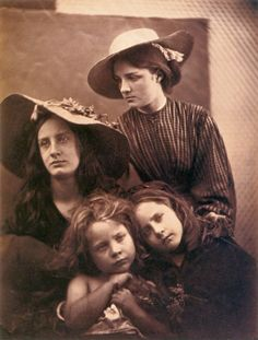 Photo Detail - Albumen carte-de-visite by Julia Margaret Cameron - Summer Days (May Prinsep, Freddy Gould, Lizzie Koewen, Mary Ryan) Julia Margaret Cameron Photography, Digital Photography, Portrait Photography, Victorian London, Vintage Gypsy, History Of Photography, Lewis Carroll, Summer Days, Vintage Photos