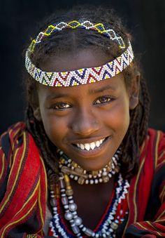 Afar tribe girl from Afambo, Ethiopia by Eric Lafforgue, beautiful face. Kids Around The World, We Are The World, People Around The World, African Beauty, African Women, Beautiful Children, Beautiful People, Beautiful Smile, Horn Of Africa