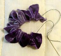 Добро пожаловать: Попробуйте этот бархатный цветок. Войлочные Цветы, Тканевые Цветы, Искусство Из Лент, Тканевая Лента, Цветы Своими Руками, Тканевый Цветок Своими Руками, Цветок Из Лент