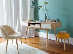 Türkis an der Wand rückt Möbel aus hellem Holz ins rechte Licht