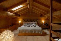 Materiali naturali e massimo comfort allo Chalet del Noch in Trentino. #trentinocharme #charmeholiday Bunk Beds, Architecture, Comfort, Furniture, Home Decor, Ranch, Glamour, Arquitetura, Decoration Home