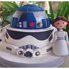 "Does your tot dream of living in a galaxy far away? If you answered ""yes"", then help your kid celebrate his birthday with these Star Wars-inspired cakes."