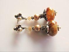 Oorbellen Clemence  agaat facet rondel met een shellparel en een swarovski kristal kraaltje en mooie oorsteker. geheel zilver. Swarovski, Bracelets, Earrings, Jewelry, Fashion, Armband, Bangles, Ear Rings, Jewlery
