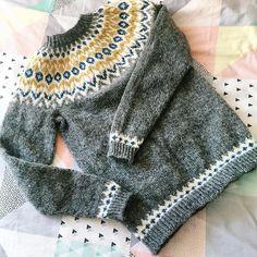 Ravelry: girlswears Riddari (Icelandic souvenir) for Elsie Sweater Knitting Patterns, Knitting Charts, Knitting Designs, Knit Patterns, Knitting Projects, Fair Isle Knitting, Knitting Yarn, Icelandic Sweaters, Nordic Sweater