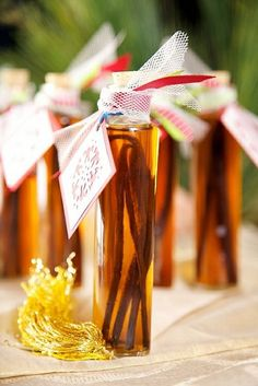 {Gifts from the kitchen} Homemade Vanilla Extract