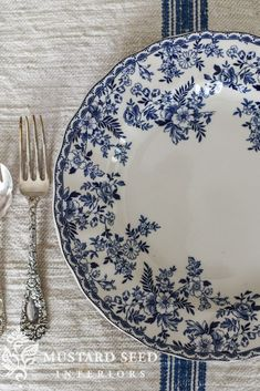 blue & white finds - Miss Mustard Seed from Home Goods Blue And White China, Love Blue, Blue China, Blue Dishes, White Dishes, Blue And White Dinnerware, Devon Cottages, Blue Pottery, Ceramic Pottery