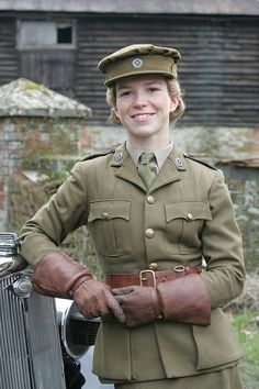 Sam Stewart (Honeysuckle Weeks) in the early days of Foyle's War Ww2 Women, Military Women, Military History, British Army Uniform, British Uniforms, Honeysuckle Weeks, Female Soldier, 1940s Fashion, British Actors