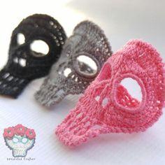 Crochet Skull rings by UnraveledCrafter on Etsy Crochet Mask, Crochet Headband Pattern, Crochet Chart, Thread Crochet, Unique Crochet, Love Crochet, Irish Crochet, Diy Crochet Ornaments, Crochet Decoration