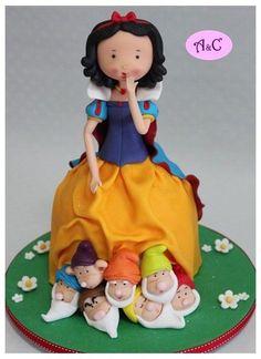 Snow White and The Seven Dwarfs Cake Art Gorgeous Cakes, Pretty Cakes, Amazing Cakes, Fondant Toppers, Fondant Cakes, Cupcakes, Cupcake Cakes, Snow White Cake, Cake Pops