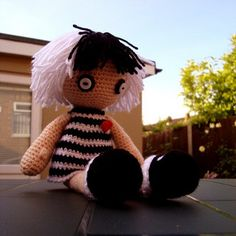 breaking news (well it was 2010 when this was first posted): emo hair spawns amigurumi …