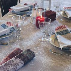 Serviette de table Garnier-Thiebaut - Modèle : Romance - Serviette de table en coton - Coloris : bordeaux et gris