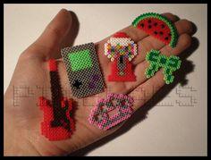 Popurrí de nuevos diseños: guitarra, Gameboy, máquina de chicles, sandía, lazo y puño americano by Pixelaes, via Flickr