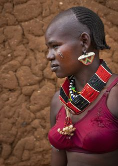 Hamar Tribe Girl with Colourful Necklaces, Turmi, Omo Valley, by eric lafforgue African Tribal Girls, African Women, Black Is Beautiful, Beautiful People, African American Artwork, Afrique Art, Eric Lafforgue, Vintage Black Glamour, Tribal People