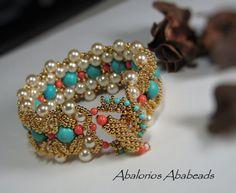 Lady Godiva Bracelet  para mi collar!! es tan hermoso y los colores  muy brillantes y llamativos.  Gracias Tata por hacer esta hermosa  pulsera basado en el patron del collar  Lady Godiva de Olga Kotelnikov