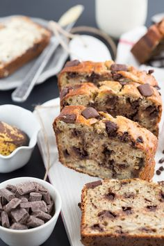 A healthy and light banana and oat bread with Greek yogurt