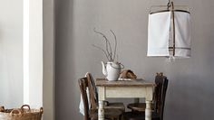Here is the top list of Boråstapeter's most popular wallpapers right now, based on statistics from our website. Linen Wallpaper, Wall Wallpaper, Decor Interior Design, Interior Decorating, Beautiful Wall, Wall Colors, Oversized Mirror, Dining Table, Wallpapers