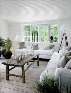 Summer House Decor White Neutral Design Ideas For Small Living Rooms Decorating Ideas And Chairs Living Room Wooden Coffee Table Chest - Home Interior the one of prefab modern home designs: Up to date information home interior Coastal Cottage, Coastal Living, Coastal Style, Coastal Decor, Rustic Cottage, Cottage Style, Coastal Interior, Nordic Living, Modern Coastal