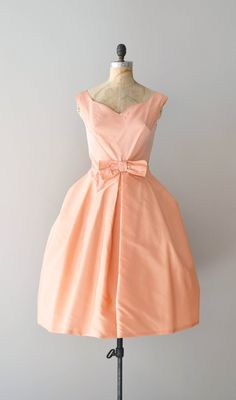 vintage 1950s, early 1960s creamy peach satin taffeta party dress with wide V neckline, fitted waist with large stationary bow and very voluminous skirt with built in crinoline. metal back zipper. --- M E A S U R E M E N T S ---    fits like: medium  bust: 36-38  waist: 28  hip: free  length: 43  brand/maker: Kerrybrooke condition: excellent    to ensure a good fit, please read the sizing guide:  http://www.etsy.com/shop/DearGolden/policy    ➸ more vintage dresses ✩…