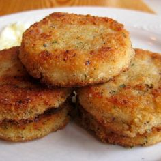 These are a great addition to any breakfast. It has a crunchy outer layer and a soft middle. It is full of spice and flavor.You can switch it up and use ground sausage for the meat or even bacon. I like to fry an egg with mine and eat them together. I also like to eat the patties with maple syrup drizzled on them. Enjoy this tasty little breakfast treat!