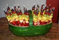 Fruit kabobs in a watermelon basket. by cathryn Fruit kabobs in a watermelon basket. by cathryn Related posts: Rainbow fruit Fruit Party, Party Snacks, Appetizers For Party, Fruit Appetizers, Party Desserts, Fruit Recipes, Cooking Recipes, Cooking Tips, Shot Recipes